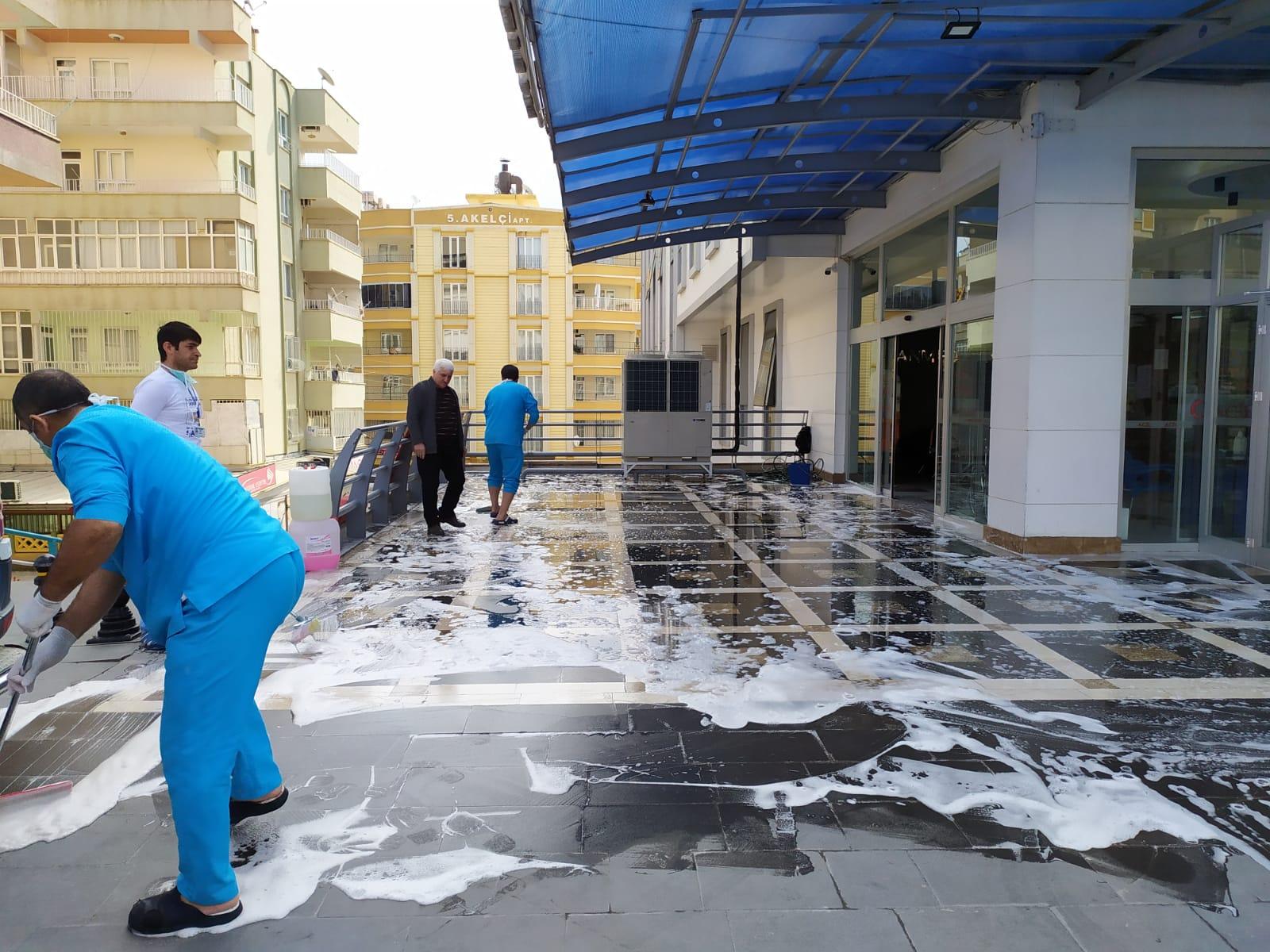 Hem Sizlerin Hemde Kendi Çalışanlarımızın Sağlığını Korumak İçin Hastanemizin Dış Alanları Her Gün Dezenfekte Edilmektedir.